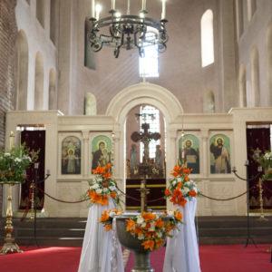 Декорация за църква и ресторант