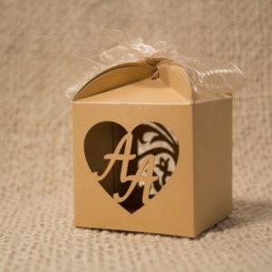 кутия бонбони, сватба, кърщене,залтно , сватбена, куфети