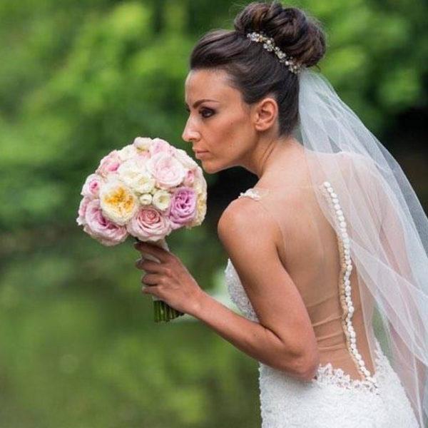 сватба, декорация за сватба, булченски букет божурени рози