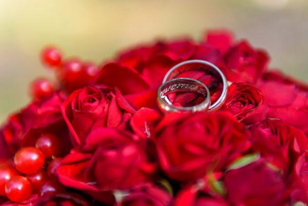 сватба, сватбен, булченски, букет, бордо, червено, монтесито