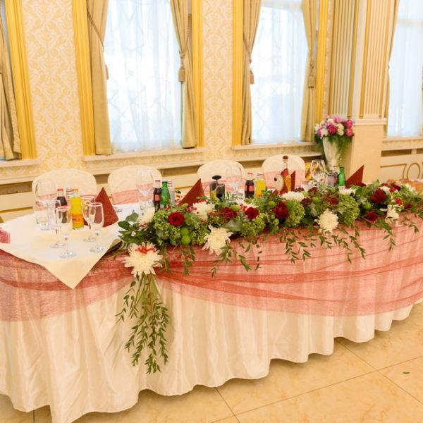 сватба, сватбена, декорация, бордо, червено, монтесито, младоженска маса