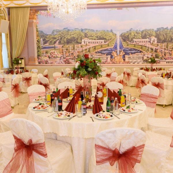 сватба, сватбена, декорация, бордо, червено, монтесито, високи букети