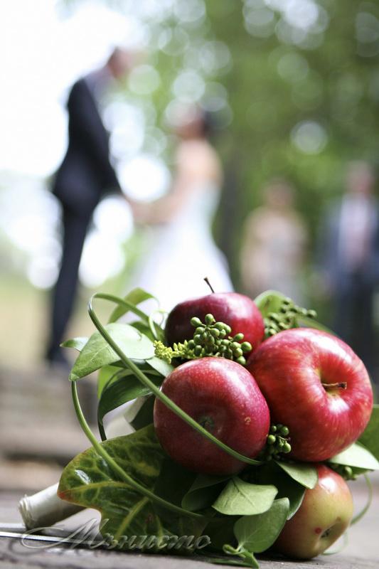 булченски, букет, ябълки, нестандертен, сватба