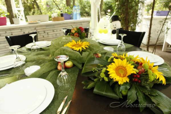 сватба , декорация, сватбена , слънчогледи, ябълки
