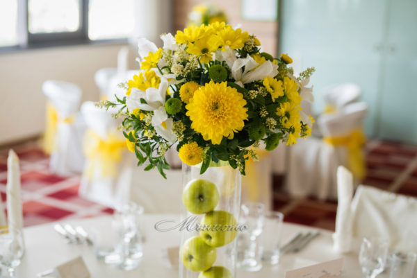 сватба, декорация, жълто , зелено, ябълки