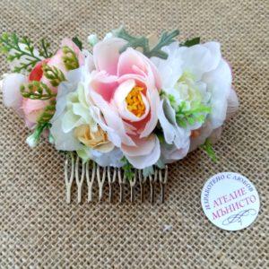 сватба, булка, шаферки, коса, цветя