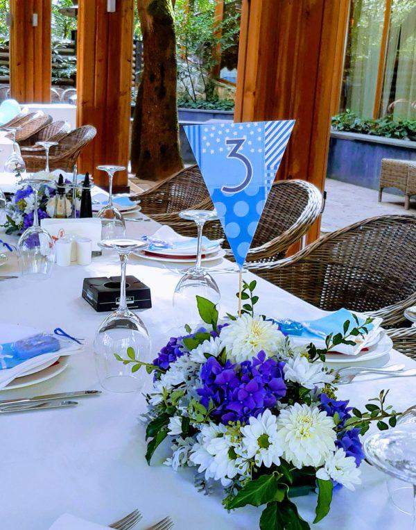 декорация за кръщене, бяло и синьо ресторант,
