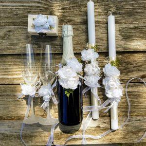 сватбен комлект за подписване, свещи за църквата, декорация с бели цветя